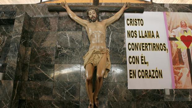 El Santísimo Cristo de las Lágrimas, en su altar de la parroquia del Parque Figueroa