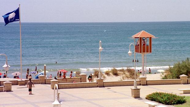 Imagen de archivo de la playa de Islantilla, donde ha ocurrido el suceso
