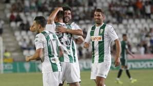 Caro felicita a Markovic en el gol del triunfo del Córdoba ante el Betis