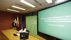 La consejera de Hacienda, Maria Jesus Montero, presenta la calculadora del impuesto de sucesiones