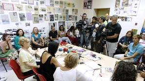 La mujer contó su caso a los medios apoyada por la Asociación contra la Violencia a las Mujeres