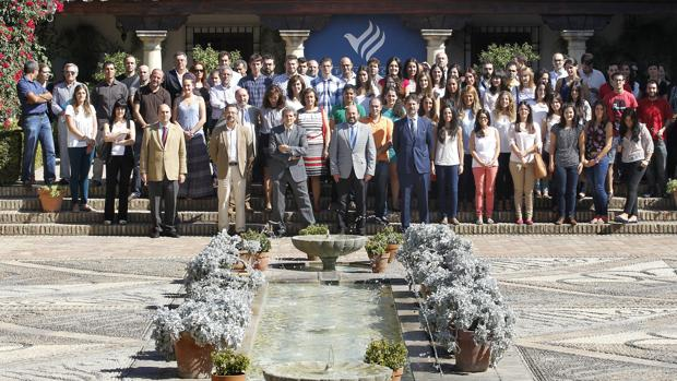 Entrega de credenciales de las becas Cajasur en el Palacio de Viana