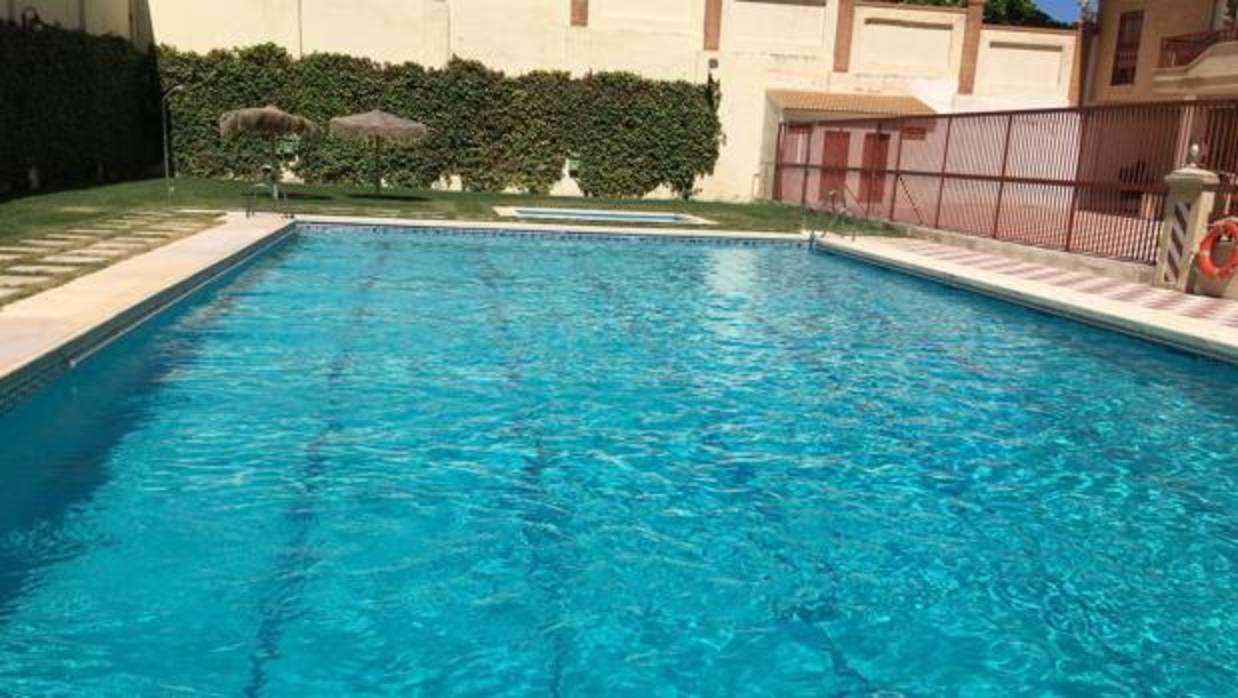 La luz ultravioleta sustituye al cloro para desinfectar el agua de las piscinas - Cloro en piscinas ...