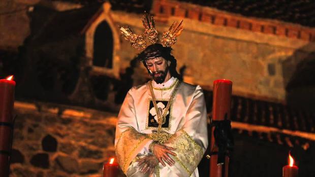 La antigua imagen de la Santa Faz, procesionando en Hinojosa del Duque