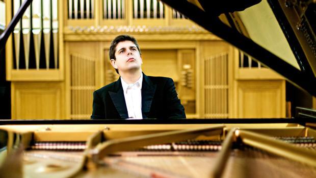 El pianista Javier Perianes actúa esta noche con la orquesta de Ayamonte
