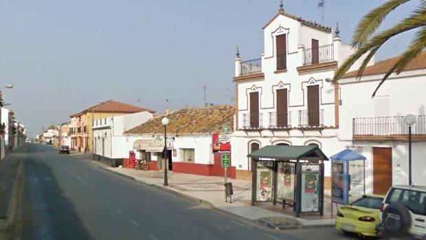 La mujer ha sido encontrada en un camino cerca del municipio de Villarrasa