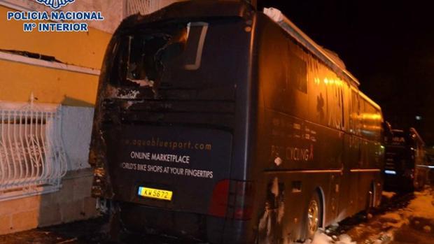 Estado del autobús tras prenderle fuego