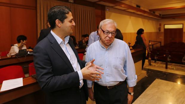 José María Bellido junto a Emilio Aumente durante el último Pleno
