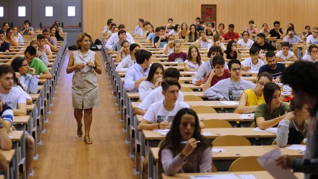 Los estudiantes, antes de comenzar la prueba