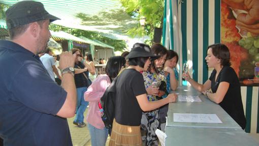 Turistas extranjeros durante una de las ediciones de la Fiesta del Vino y la Tapa de Montilla