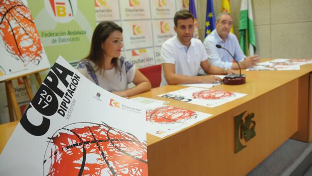 Las autoridades, este jueves, en el acto de presentación de la Copa Diputación