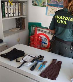 Material requisado por la Guardia Civil durante el operativo en Matalascañas