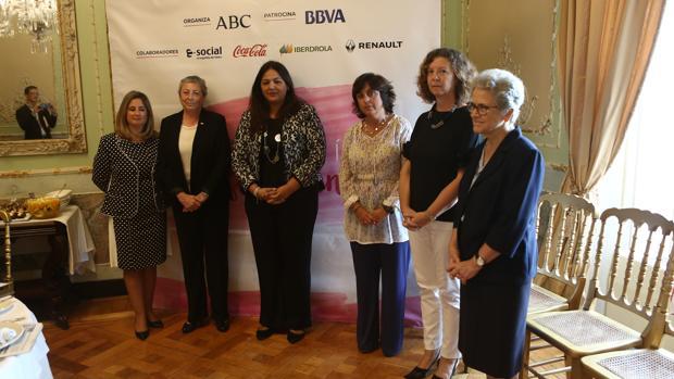 Beatriz Codes, Concha García, María Dolores Cruz, Salud González, Adelaida Bordés y María Dolores Moreno