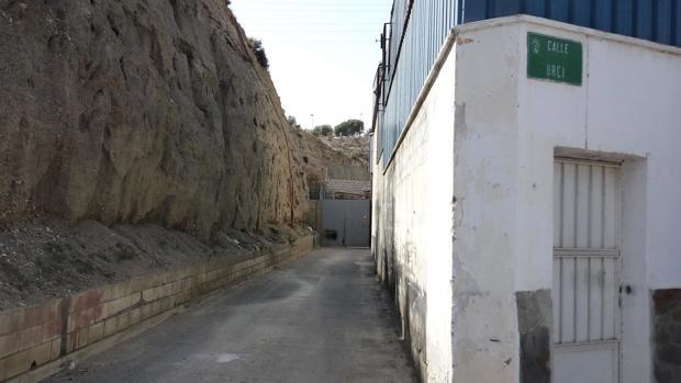 El callejón de Huércal de Almería donde ha sido encontrado el cuerpo del joven de 29 años de edad