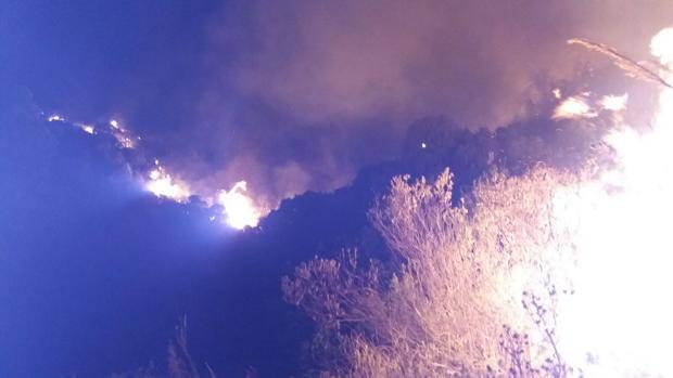 El paraje de La Concha empezó a arder en la noche de este sábado