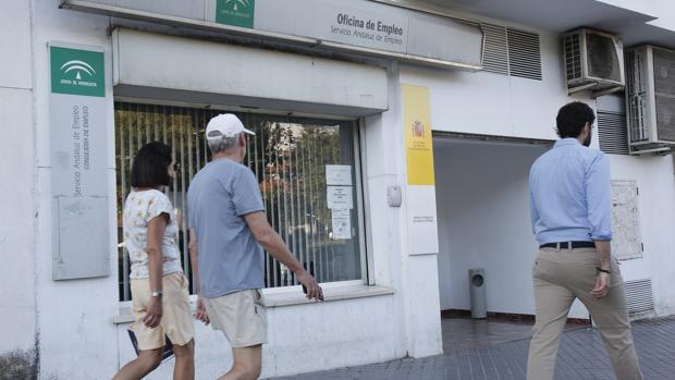 Septiembre registra un leve descenso del paro con 134 for Oficina de desempleo malaga