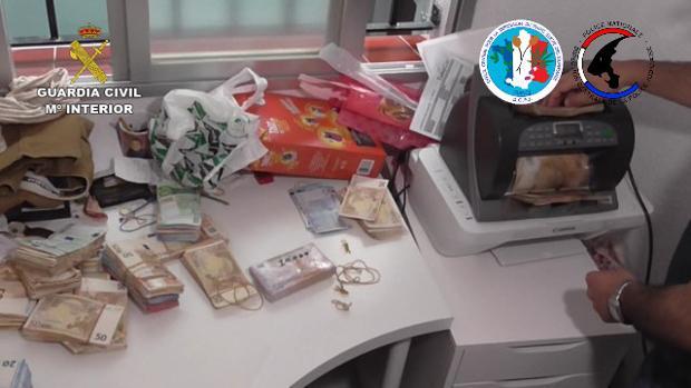 Además de la droga, la Guardia Civil se ha incautado de más de medio millón de euros en metálico