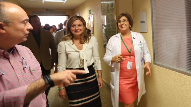 La consejera de Salud, Marina Álvarez, en su visita a Granada