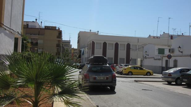 Una de las calles de Puente Genil donde han sufrido robos los vehículos estacionados