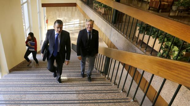 Antonio Sanz junto a Primo Jurado, este martes en la Subdelegación del Gobierno