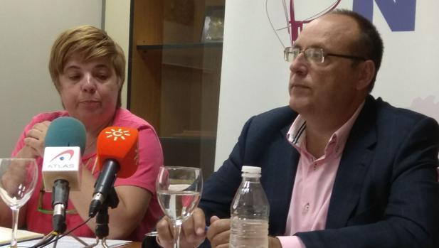 El presidente de EAPN-A, Manuel Sánchez Montero, y la vicepresidenta, Manoli García