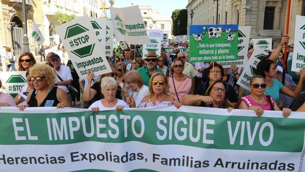 Manifestación contra el impuesto de sucesiones