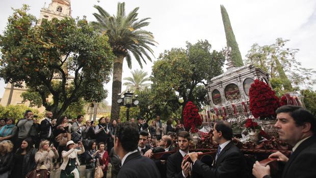 Las reliquias de los Santos Mártires, en el Patio de los Naranjos en 2014