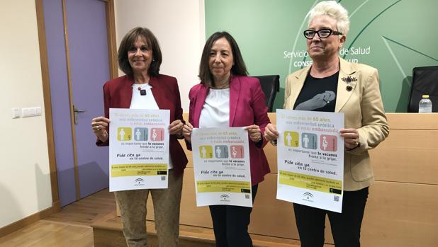 En el centro, la directora del Plan de Vacunas, María Luisa García Gestoso; a la derecha, la secretaria general de Salud Pública, Josefa Ruiz; y a la izquierda, la directora general de Salud Pública, Remedios Martel