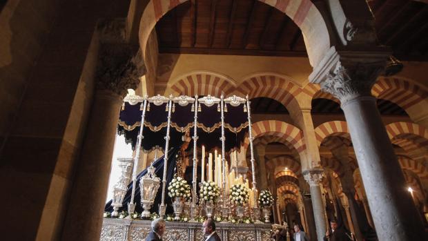 La Virgen de la Concepción, bajo la nueva puerta de las cofradías