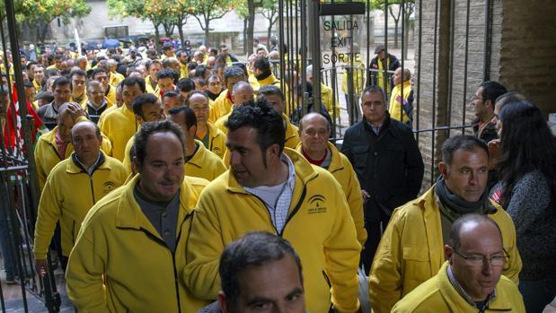 Trabajadores de la Agencia de Medio Ambiente y Agua (Amaya) abandonan la Catedral de Sevilla donde se encerraron en 2014