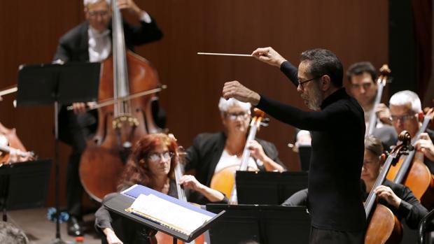 Maestro Leo Brouwer durante el concierto 25 aniversario en el Gran Teatro