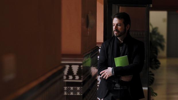 Vicente Luis Mora posa para una entrevista con ABC