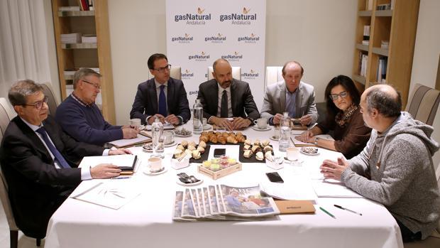 Imagen de los participantes en la mesa de redacción organizada ayer por Gas Natural y ABC Córdoba