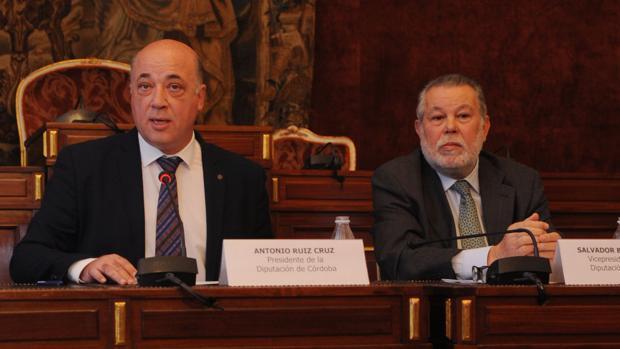 Antonio Ruiz y Salvador Blanco en la presentación de los presupuestos de la Diputación de Córdoba