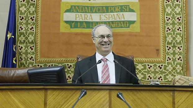 Juan Pablo Durán, sonriente en el Parlamento de Andalucía