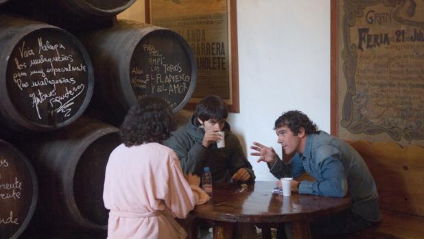 Antonio Banderas, durante el rodaje de «El camino de los ingleses», en la taberna El Pimpi