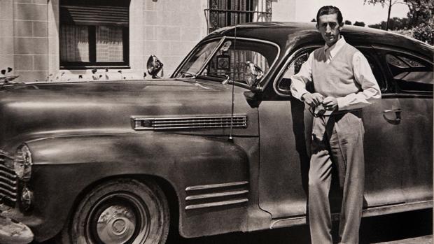 Manolete, con su Cadillac, en la finca «Jandilla» en 1947