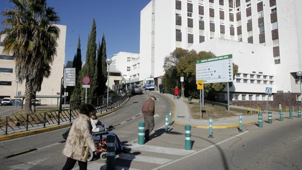 Entrada al hospital Reina Sofía de Córdoba