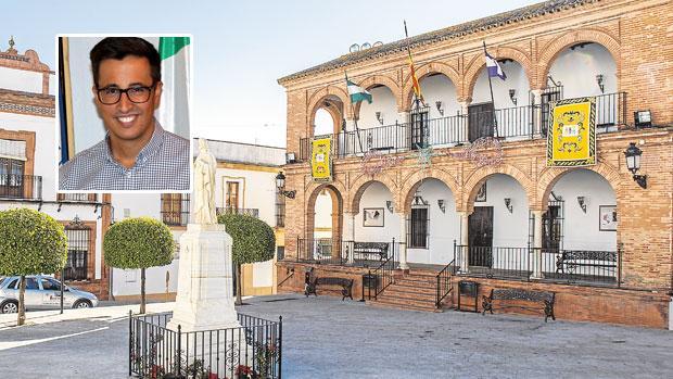 Adrián Clavijo y el Ayuntamiento de Bollullos