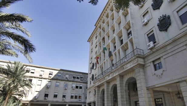 Una juez de sevilla obliga a la junta de andaluc a al for Juzgados viapol sevilla