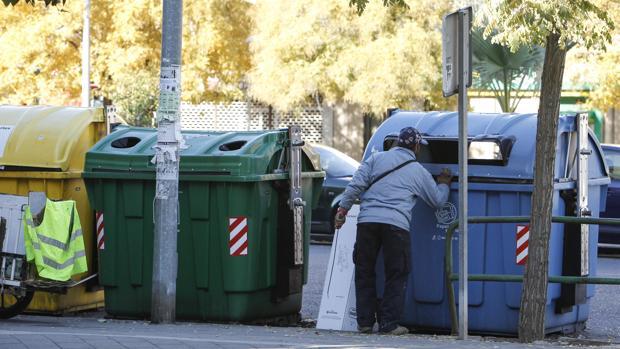 C ritas empieza a recoger el papel en las tiendas del for Centro de salud ciudad jardin almeria