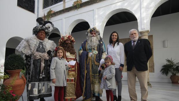 Carrozas de la Cabalgata de Reyes del año pasado a su paso por Ronda de los Tejares