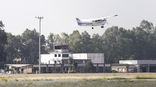 Una aeronave despega de la pista cordobesa
