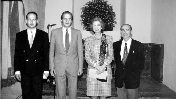 Pepe García Marín, junto a los Reyes en 1992 en su restaurante
