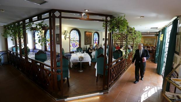 Interior del restaurante El Caballo Rojo de Córdoba en uno de sus salones