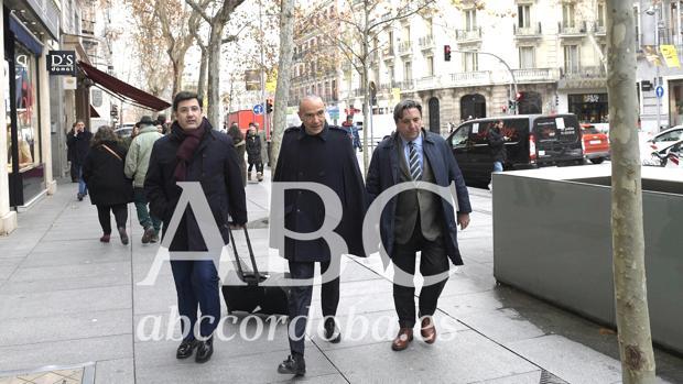 Jesús León y Luis Oliver, tras abandonar la notaría madrileña
