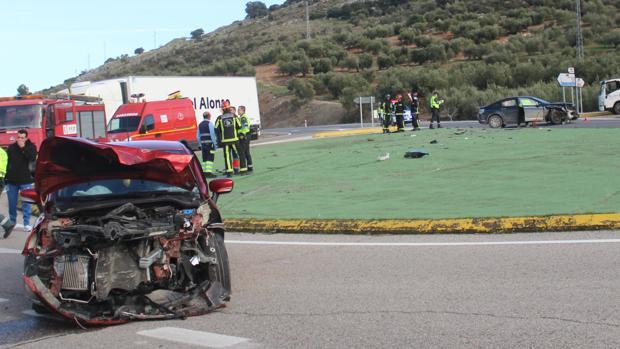 Aspecto de los dos vehículos siniestrados tras el accidente