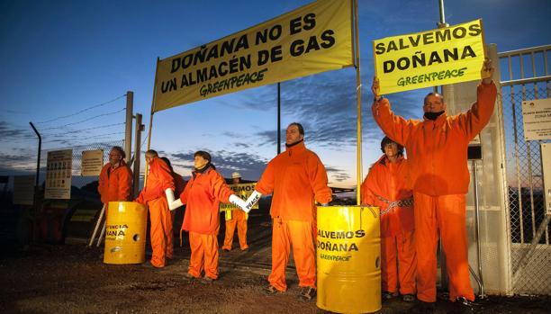 Protesta de los ecologistas por las instalaciones de gas en Doñana