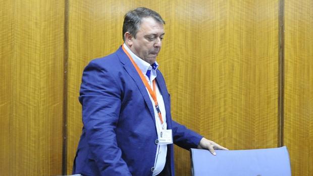 Eduardo Muñoz durante su comparecencia en la comisión de investigación del Parlamento
