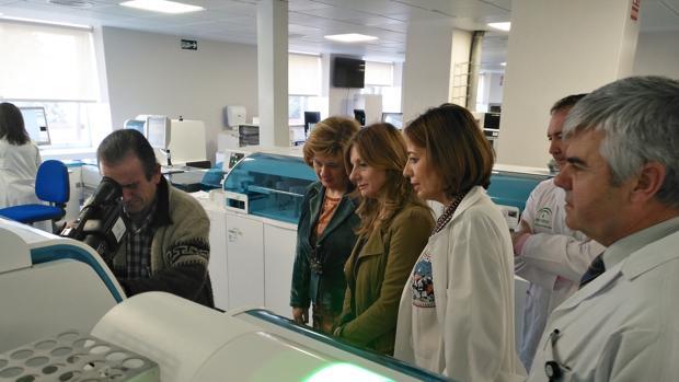 La consejera de Salud Marina Álvarez en un hospital de Jaén